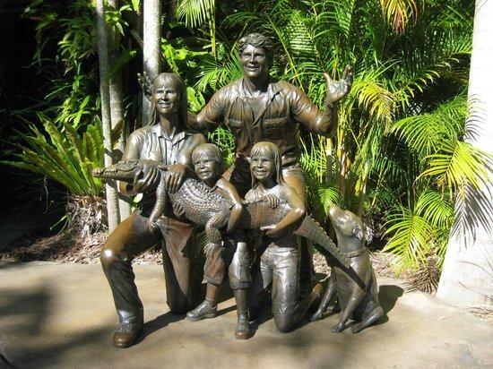 Australia Zoo : Erwin Family in bronze