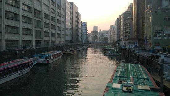 Khaosan Tokyo Ninja: แม่น้าด้านหลังที่พัก (มองจากที่พักไม่เห็น แต่ต้องเดินผ่านทุกวัน)