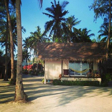 Angkana Hotel Bungalows: Vue sur le bungalow
