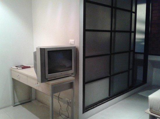507 Residence Bangkok: desk is more for TV stool hard to use as a desk