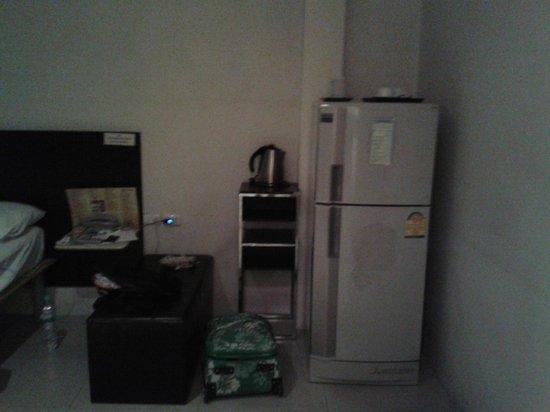 507 Residence Bangkok: standing in front of TV