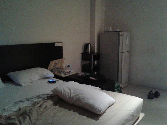507 Residence Bangkok: Foot of bed view
