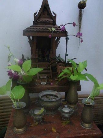 Littlest Guesthouse: Nice detail in teh garden