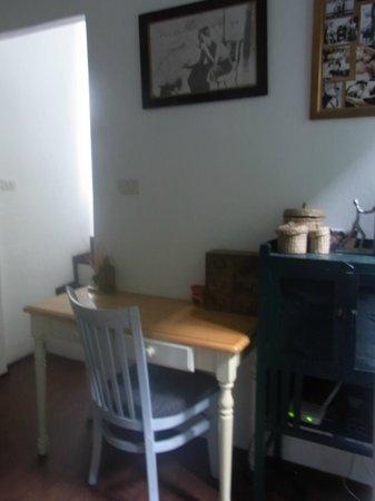 Littlest Guesthouse: foyer