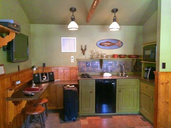 Highland Haven Creekside Inn : Creekside Cottage 1 kitchenette