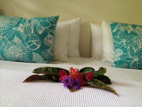 Paradise Cove Resort: It is so nice to find flowers in your room when you come back