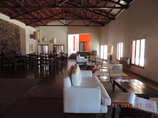 Hotel Iruya: vista del interior, salón principal