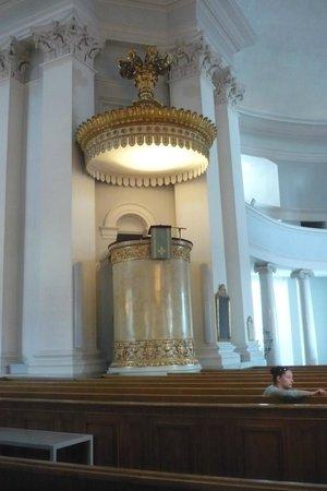 Cathédrale luthérienne d'Helsinki : Inside