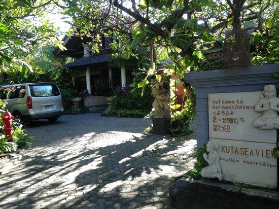 Kuta Seaview Boutique Resort & Spa: front entrance