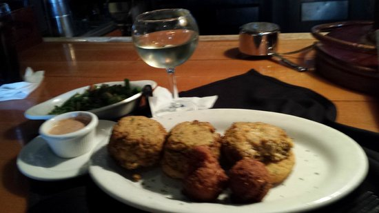 Felix's Fish Camp Grill: Broiled crab cakes on fried green tomatoes