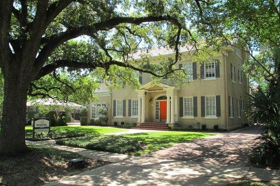 HI-Houston: The Morty Rich Hostel : Morty Rich Houston Hostel front