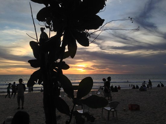 Kuta Seaview Boutique Resort & Spa: more sunsets across the road