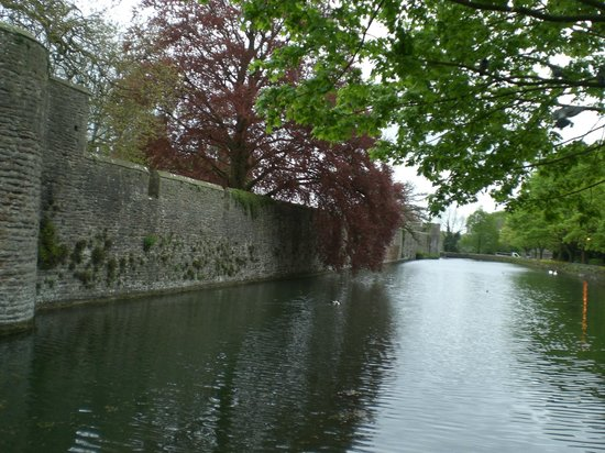 The Bishop's Palace and Gardens: Walls and River
