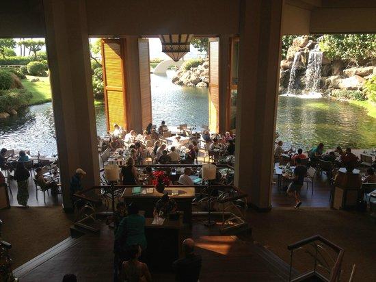Hyatt Regency Maui Resort and Spa: Dining area and lagoon