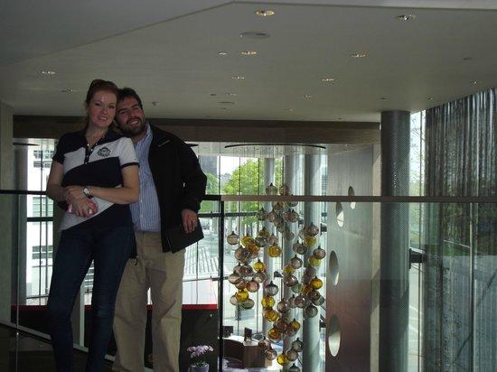 Hilton London Wembley: 2do piso del hotel, con vista al hall de entrada.