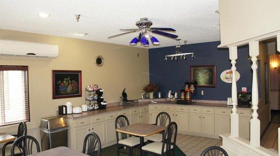 Super 8 Bloomington: Breakfast area