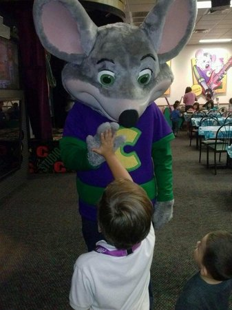 Chuck E. Cheese's: High five to chuck E
