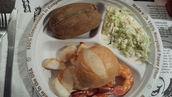 Allen's Clam Bar: Broiled shrimp and scallops with baked potato and coleslaw. Delicious!!!!!!!!