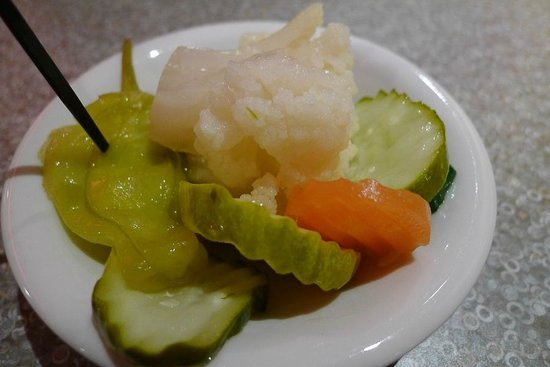 Isaac's Deli & Restaurant Incorporated: Delicious pickles
