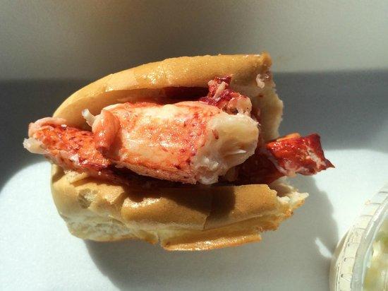 Shore Road Restaurant & Market : Lobster Roll!