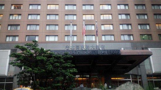 Sheraton Grande Taipei Hotel: 玄関