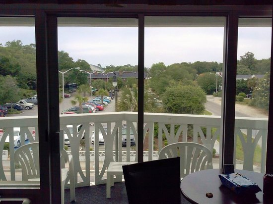 Caribbean Resort And Villas: Jamaican Inn, room 301, LR balcony, street view