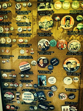Route 66 Mother Road Museum: Campaign badges and goodies