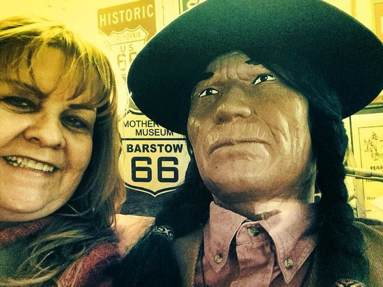 Route 66 Mother Road Museum: Found a new friend to take a selfie with.