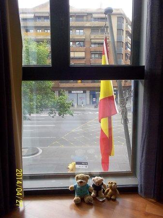 Hotel Acta Azul Barcelona: 部屋から表通り
