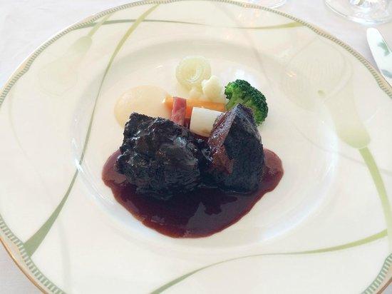 Le Ciel: 牛頬肉の赤ワイン煮
