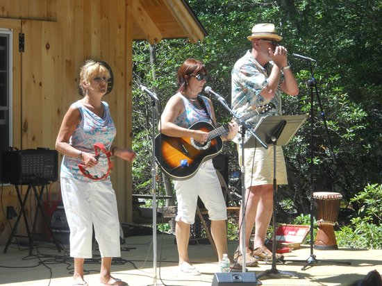 Eastford, CT: Frog Rock Trio
