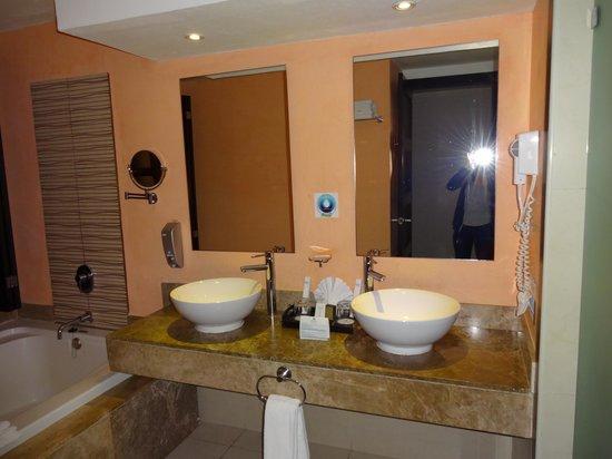Sandos Playacar Beach Resort : Belle salle de bain