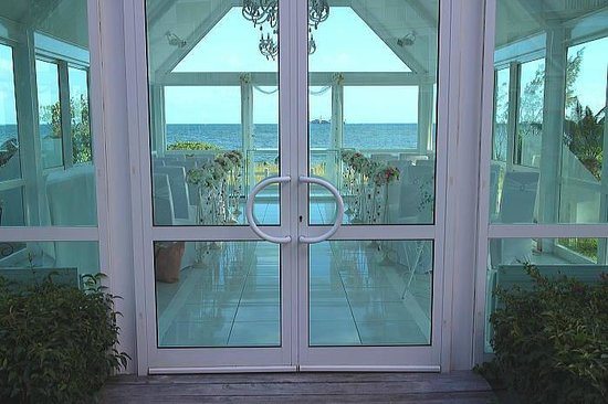 Le Meridien Noumea : 海が見えるガラス張りのチャペル