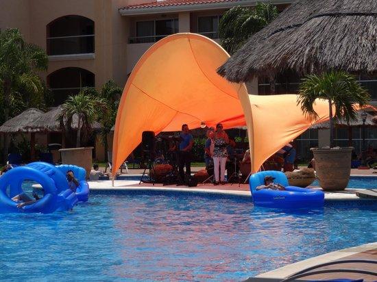 Sandos Playacar Beach Resort : Animation, band dans la section pour adulte