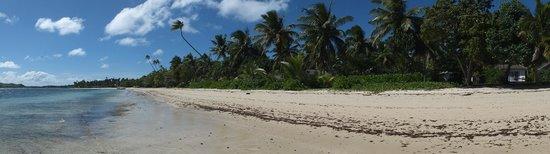 Lomani Island Resort: Beach panorama