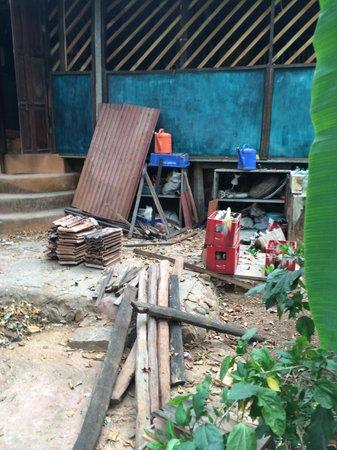 Bhakti Kutir : Lots of trash and construction material everywhere