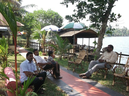 Mangrove Island Village Private Tours: Chatting in the wind