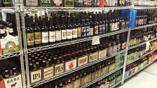 Woodstock Inn, Station & Brewery: Wayne's gas station beer selection