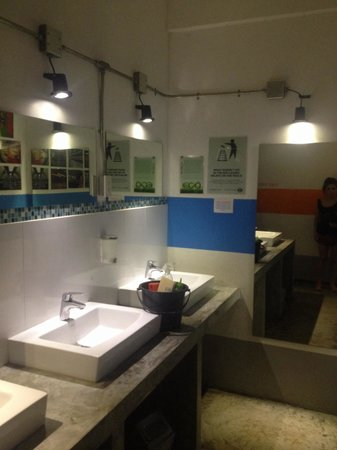 Koh Tao Central Hostel: The shared bathroom