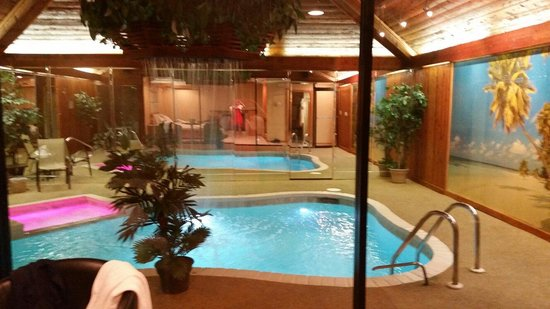 King bed with great romantic lighting and mirrors above - Vanston swimming pool mesquite tx ...