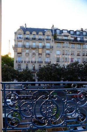 Hotel Duquesne Eiffel: Building across street