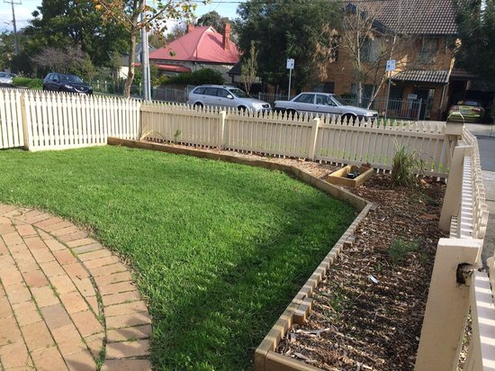 Quest Alphington: New Native Front Gardens completed in Coate Ave