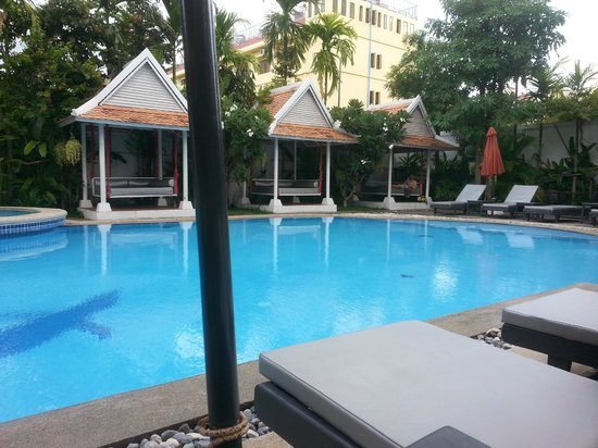 Memoire d' Angkor Boutique Hotel: The pool is exactly as their advertisement photos depict