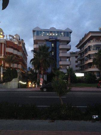Emir Fosse Beach Hotel: Вечером.