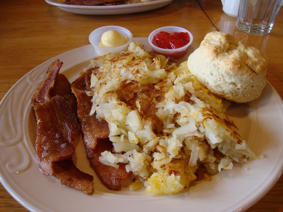 Dayville, OR: The breakfasts are large here.