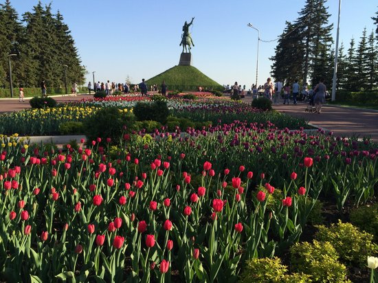 Salavat Yulaev Monument : View from the back end of the monument, lots of tulips