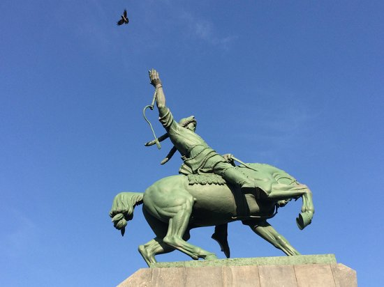 Salavat Yulaev Monument : Salavat Yulaev with a real dove in his hand flying away