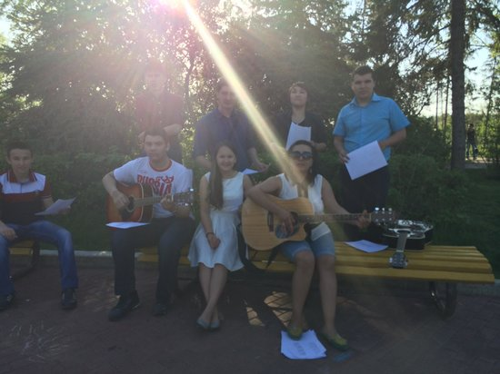 Salavat Yulaev Monument : Students singing traditional song