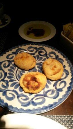 Los bachiche: Las empanadinas, rellenas de distintas carnes. Muy buenas.