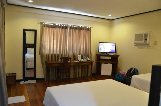 Sea Wind Boracay Island: Very clean, well-ventilated room. Smells really good.